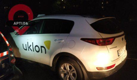 водитель такси набросился на полицейского и нанес удары ножом в области рёбер