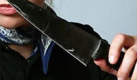 После этого, как говорится в сообщении областного управления СКР, «агрессивные девушки стали наносить мужчине удары, одна из них ударила его ножом в область спины»