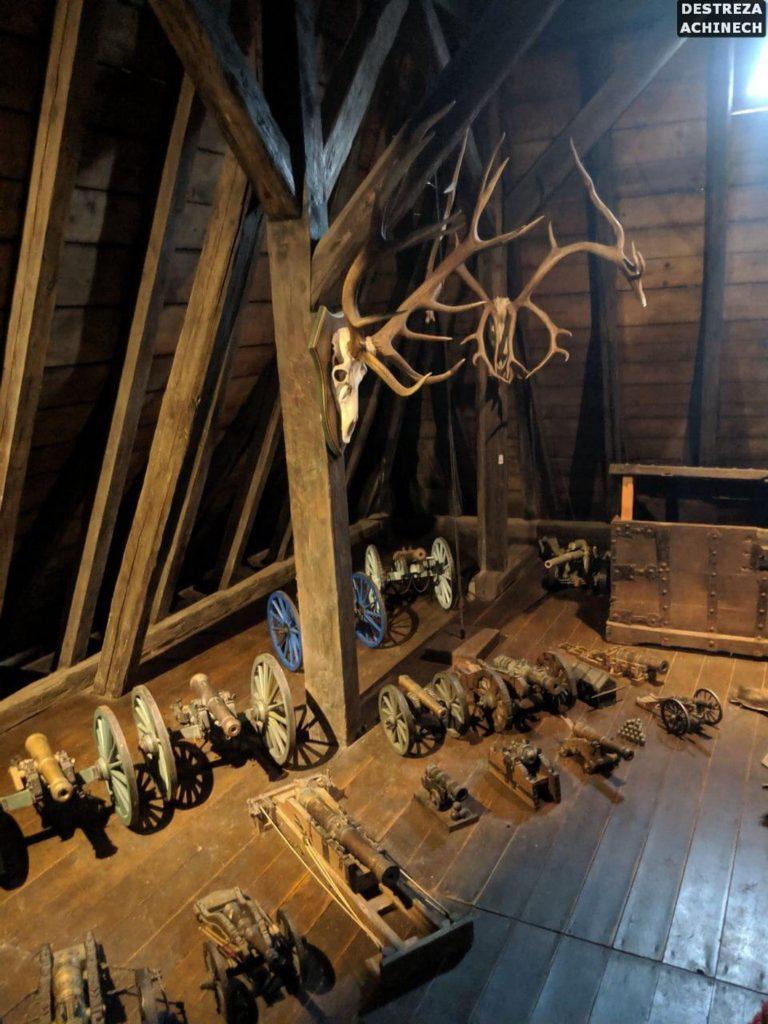 Оружейная комната замка Эльц , Германия. Экспедиция Дестреза Ачинеч