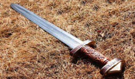 В Штутгарте человека зарубили мечом прямо на улице 2