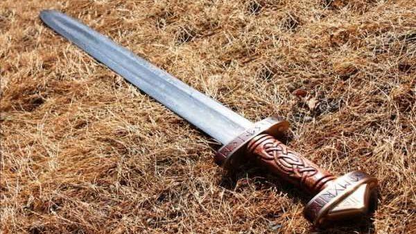 В Штутгарте человека зарубили мечом прямо на улице 6