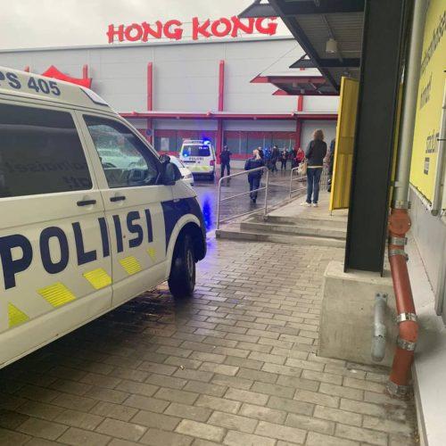В Финляндии мужчина с мечом порезал 10 человек